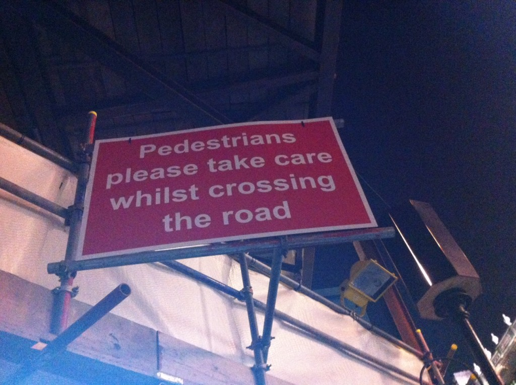 Inglês: while crossing the road